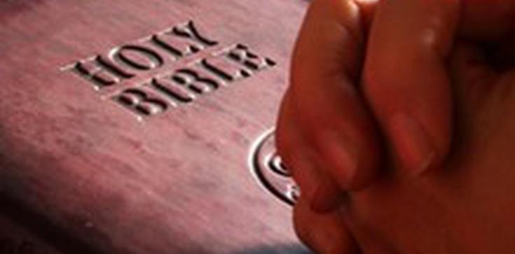 Ateiści atakują Kościół, bo podarował niemowlęciu Biblię - zdjęcie