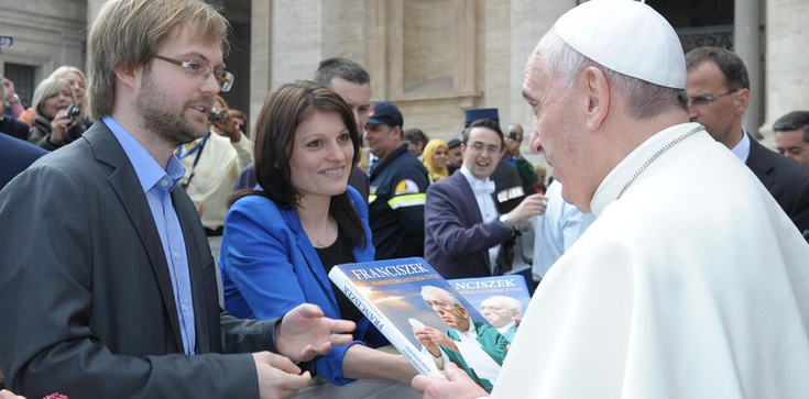 By lepiej poznać Franciszka poszli do slumsów - zdjęcie