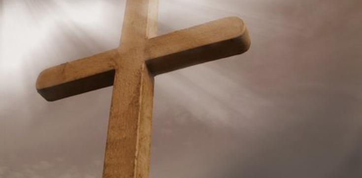 """Kobieta ścięła krzyż. Przeszkadzały jej głośne modlitwy. """"To był akt rozpaczy""""  - zdjęcie"""