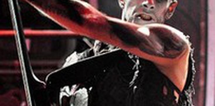 Wszczęto śledztwo ws. podpalenia krzyży przez Nergala - zdjęcie