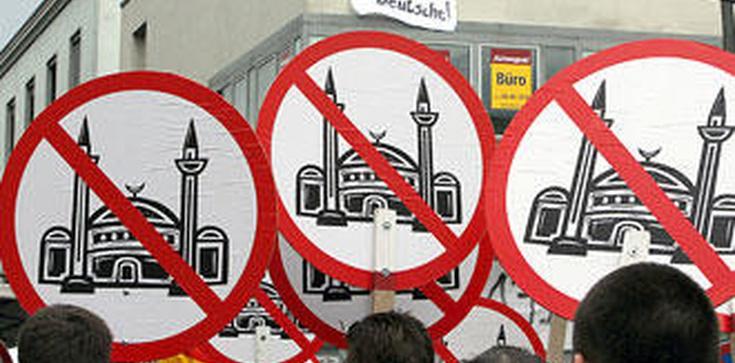 Rozszalały tłum muzułmanów gwałcił publicznie kobiety - zdjęcie