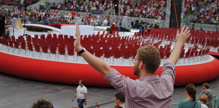 Konkrety o cudach i spowiedzi na stadionie - zdjęcie