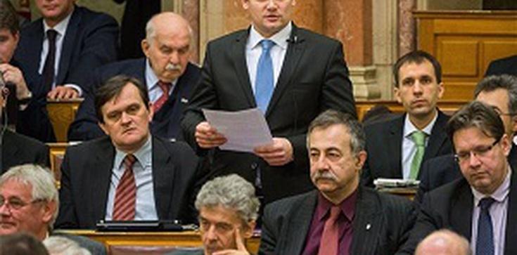 Pamięć o Katyniu w węgierskim parlamencie - zdjęcie