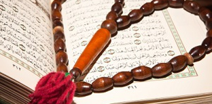 Muzułmanie na nabożeństwie przyjęli imitację Komunii świętej - zdjęcie