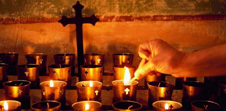 """Adoracja w intencji prześladowanych i prześladowców. """"Wylejmy nasze łzy przed Panem"""" - zdjęcie"""