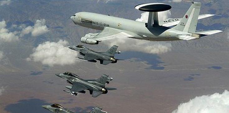 Rosjanie zestrzelili ukraiński samolot - zdjęcie