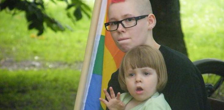 """Dzieci na spotkaniach z gejami? """"Kwestia wyboru rodziców... W Polsce brak dobrej polityki społecznej"""" - zdjęcie"""