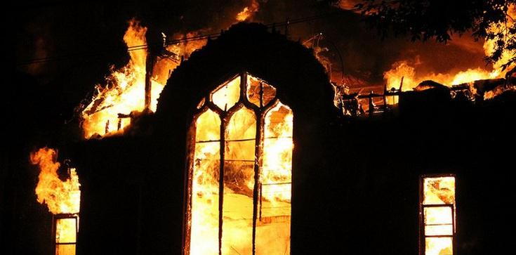 Niemieccy nastolatkowie podpalili dwa kościoły - zdjęcie