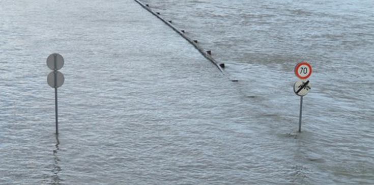 Matka oddała życie za córkę, jej ciało było ,,łódką'' w czasie powodzi - zdjęcie