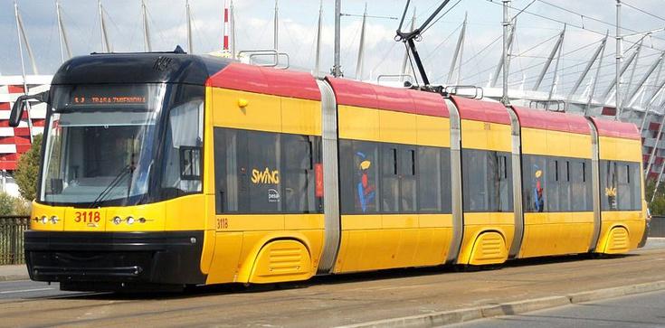 Ostrzelany tramwaj w centrum Warszawy - zdjęcie