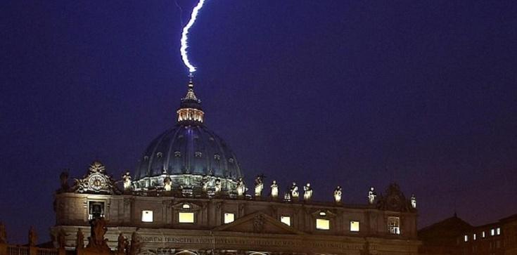 62 uczonych koryguje ,,heretyckie błędy'' papieża - zdjęcie