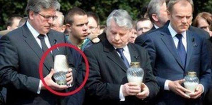 Ta fotografia nie potrzebuje komentarza: Komorowski i odwrócony znicz! - zdjęcie