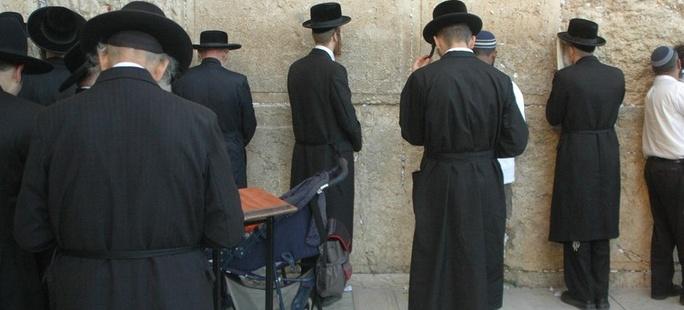 Paszporty gratis! Żydzi masowo dostają polskie obywatelstwo