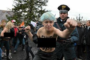 FEMEN zdemaskowany. Zobacz kto stoi za gołymi feministkami