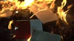 USA: Lewaccy bojówkarze palą Biblię - miniaturka