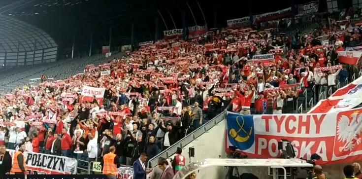 Tak polscy kibice śpiewali hymn na meczu z Izraelem! - zdjęcie