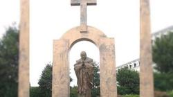 Francuscy barbarzyńcy wygrali - krzyż zniknie - miniaturka
