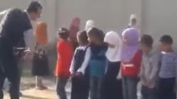 Straszne! Tak się traktuje dzieci w arabskiej szkole! - miniaturka