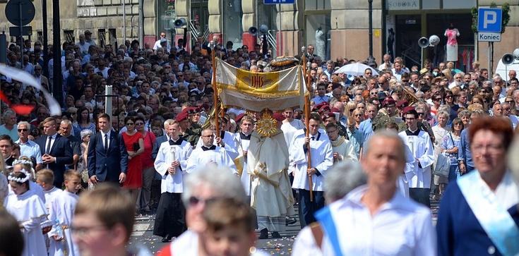 Poznaj historię procesji Bożego Ciała - zdjęcie