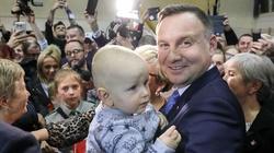 Sondaż: Andrzej Duda prowadzi najlepszą kampanię. Polacy mają dość hejtu i wpadek Kidawy-Błońskiej - miniaturka