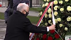 Jarosław Kaczyński złożył kwiaty pod pomnikiem śp. Lecha Kaczyńskiego - miniaturka