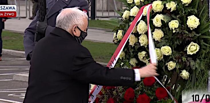 Jarosław Kaczyński złożył kwiaty pod pomnikiem śp. Lecha Kaczyńskiego - zdjęcie
