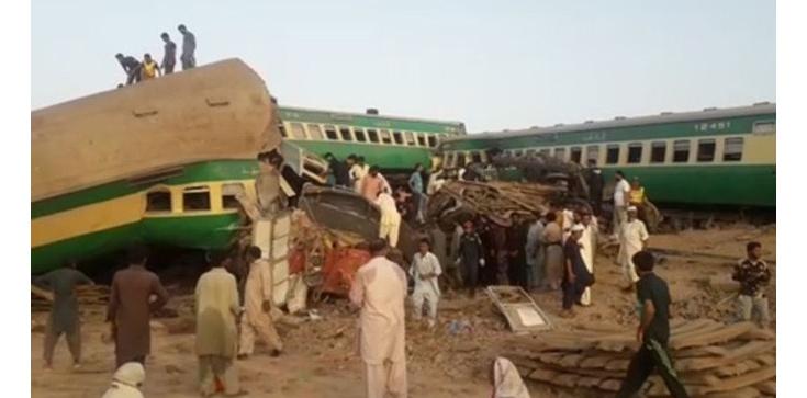 Pakistan: zderzenie ekspresowych pociągów, liczne ofiary i ranni - zdjęcie