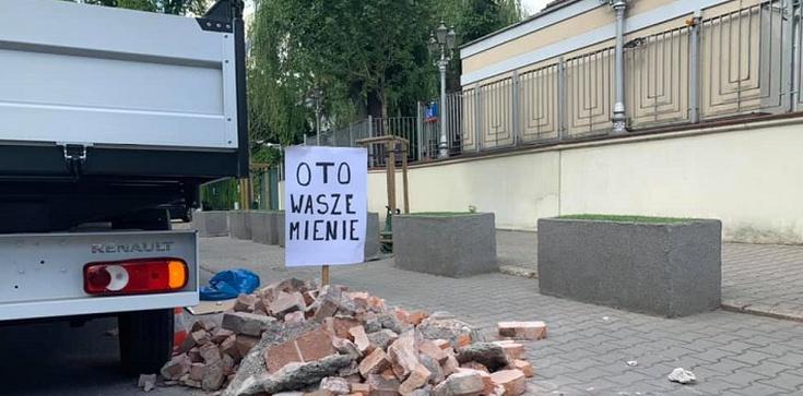 Gruz przed ambasadą Izraela. Reaguje Gmina Żydowska - zdjęcie