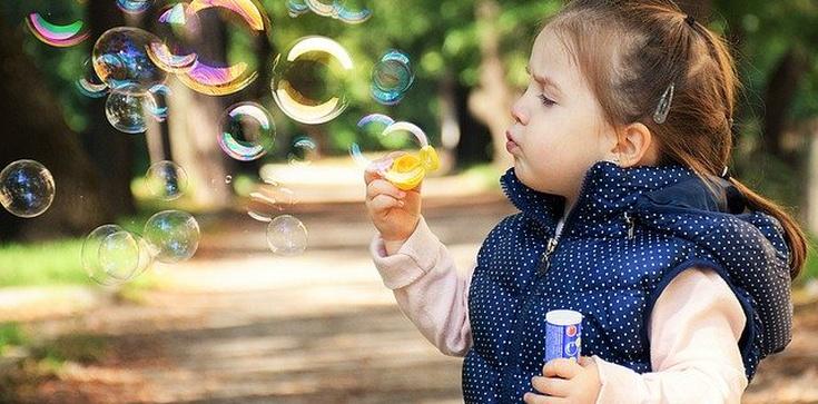 Jak wybrać najlepszą polisę dla dziecka? - zdjęcie