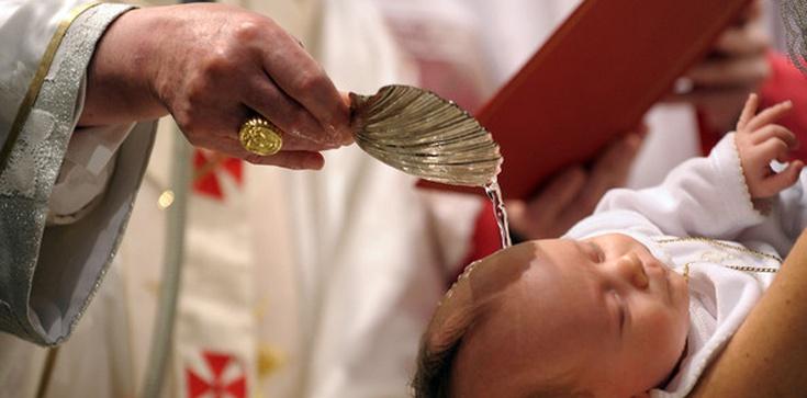 Włochy. Diecezja zawiesza funkcje rodziców chrzestnych oraz świadków bierzmowania - zdjęcie