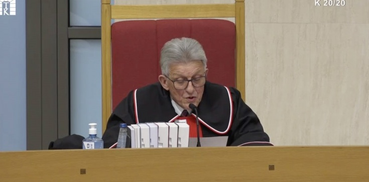 Piotrowicz w uzasadnieniu wyroku TK: przepis wprowadza nieznaną instytucję pełniącego obowiązki RPO - zdjęcie