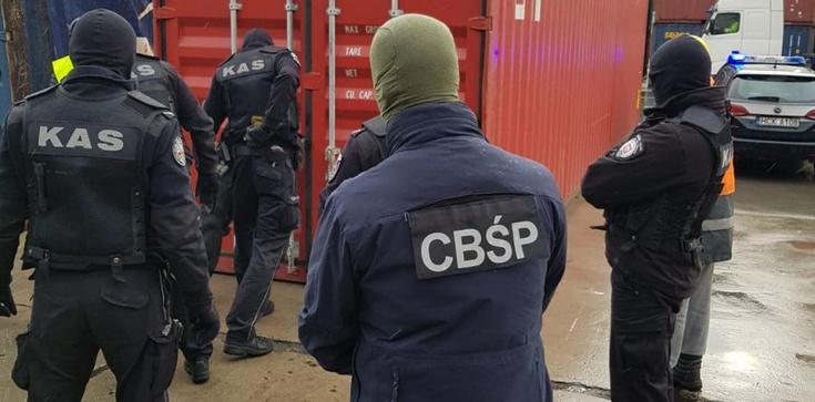 Cela plus! Uderzenie w przestępczość podatkową w Wólce Kosowskiej - zdjęcie