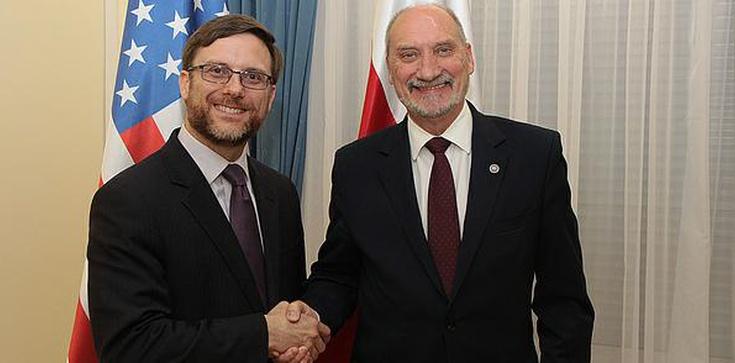 Macierewicz spotkał się z delegacją z USA - zdjęcie