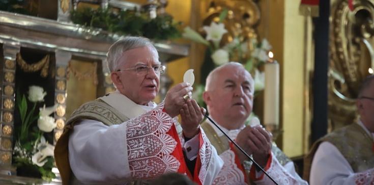 Abp Marek Jędraszewski: Cud zmartwychwstania Jezusa położył kres złu - zdjęcie