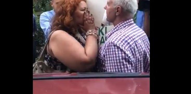 'Miła pani' z KOD znów w akcji! Zaatakowała starszego mężczyznę - zdjęcie
