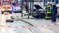 Samochód wjechał w ludzi na przystanku. 9 osób rannych - miniaturka