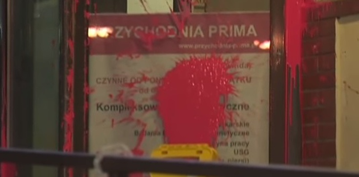 Dewastacja siedziby PiS: 1 osoba usłyszała zarzut niszczenia mienia - zdjęcie