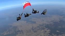 Polska flaga 4 tysiące metrów nad Pustynią Błędowską. ZOBACZ KONIECZNIE! - miniaturka