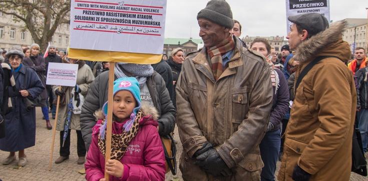 """""""Żaden człowiek nie jest nielegalny"""" - muzułmanie wyszli na polskie ulice - zdjęcie"""