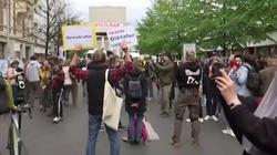 Protesty w Niemczech. Mieszkańcy mają dość kwarantanny - miniaturka