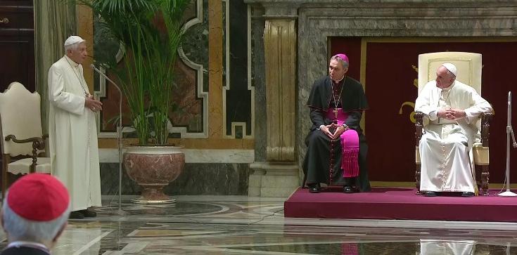Benedykt XVI staje w obronie papieża Franciszka - zdjęcie