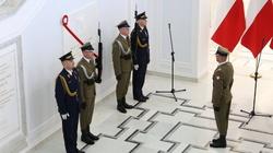 ''Zginął w służbie Polsce''. Odsłonięto tablicę upamiętniającą śp.Lecha Kaczyńskiego - miniaturka