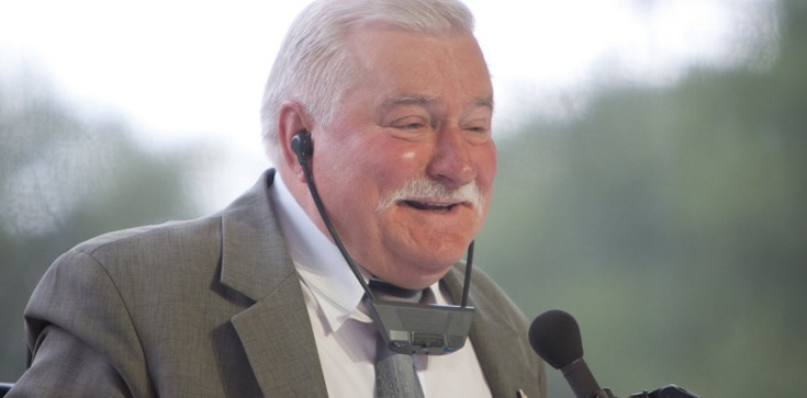Przyjaciel Wałęsy: Lech Wałęsa sikał do kropielnicy - zdjęcie