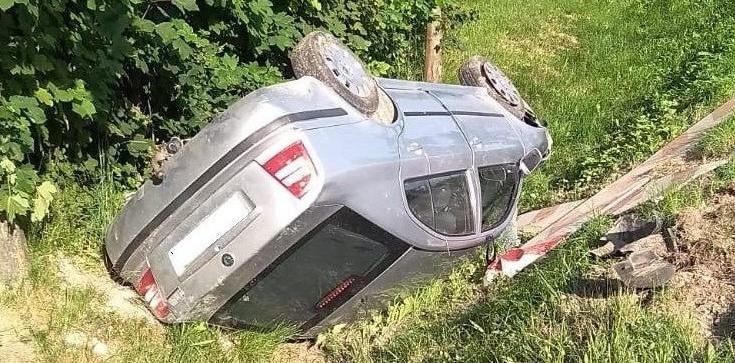 Lubelskie: pijana matka dachowała, wioząc w samochodzie dwójkę dzieci - zdjęcie
