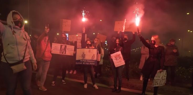 Obłęd! 27 tys. zakażeń, a Lewica organizuje ,,Techno blokadę''  - zdjęcie