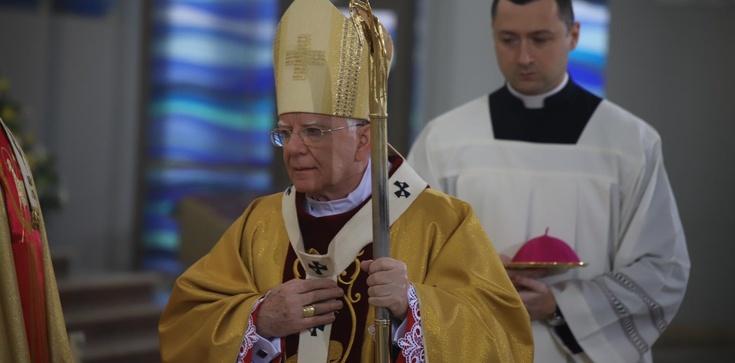 Abp Marek Jędraszewski: Miłosierna miłość Boga zwycięża świat - zdjęcie