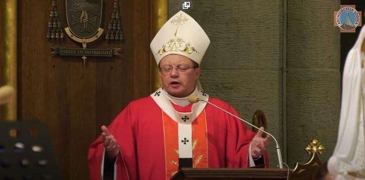 Abp Ryś przy grobie Jana Pawła II: przynieśmy Europie krzyż - zdjęcie