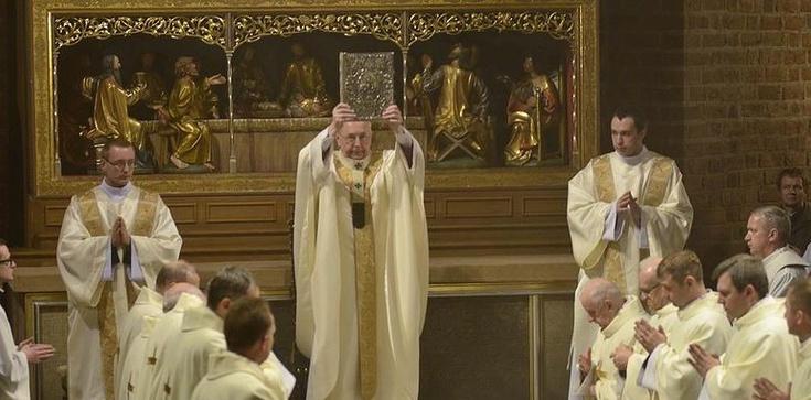 Abp Gądecki: Kościół nie słucha świata, ale go prowadzi - zdjęcie