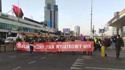 ,,Ekoterroryści'' próbują zablokować Warszawę. Na miejscu działa policja  - miniaturka