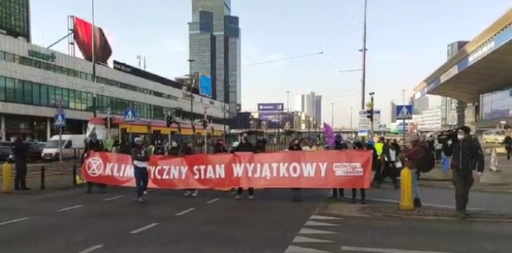 ,,Ekoterroryści'' próbują zablokować Warszawę. Na miejscu działa policja  - zdjęcie